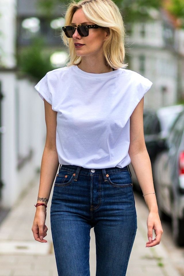 a-killer-white-tee-and-jeans-look-to-try-now-1816526-1466750200.640x0c.jpg